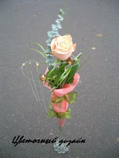 Оформление букета из одной розы своими руками